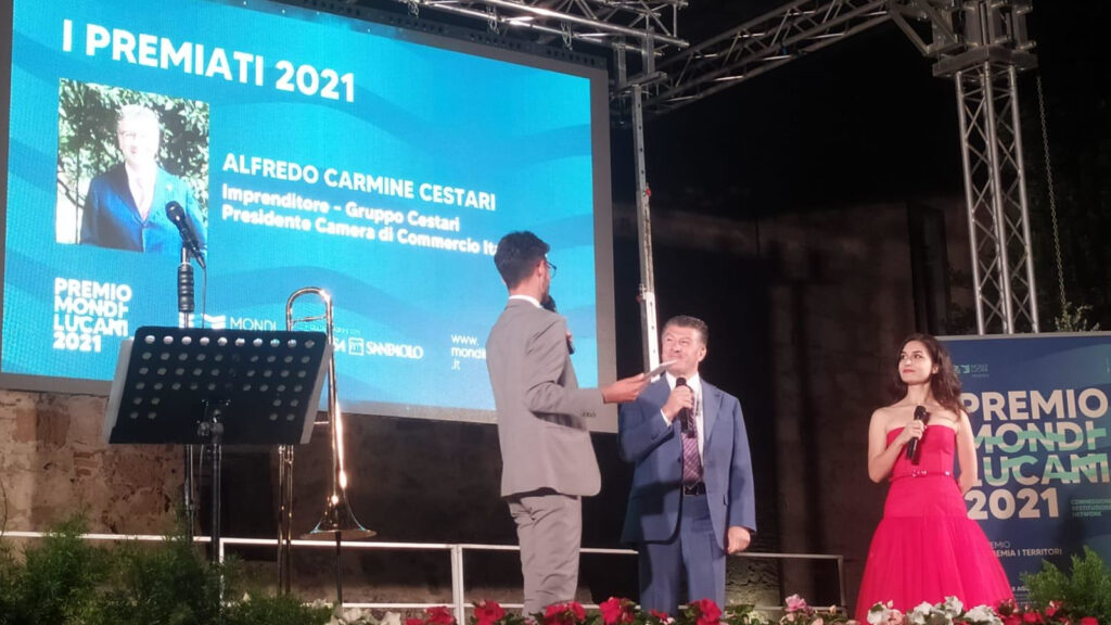Alfredo Cestari riceve il Premio Mondi Lucani